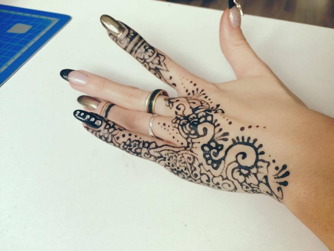 galerie photos tatouage oriental henn henn blanc emiartistik maquillage. Black Bedroom Furniture Sets. Home Design Ideas